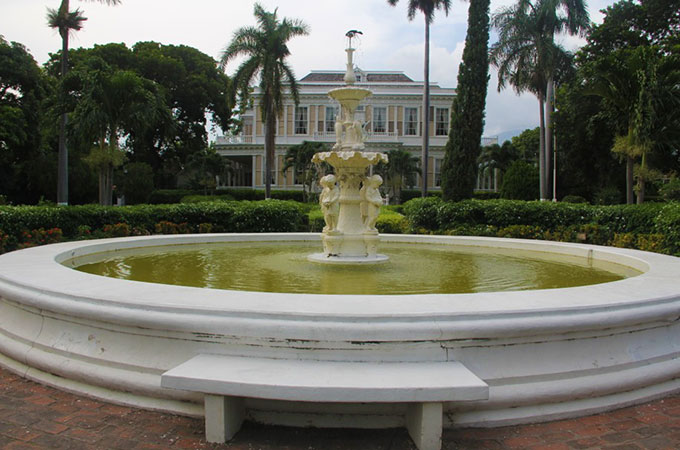 Devon-House-Fountain